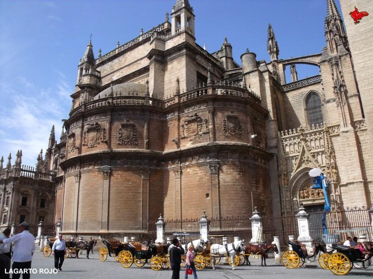 La catedral de sevilla obra de locos lagarto rojo for Exterior catedral de sevilla