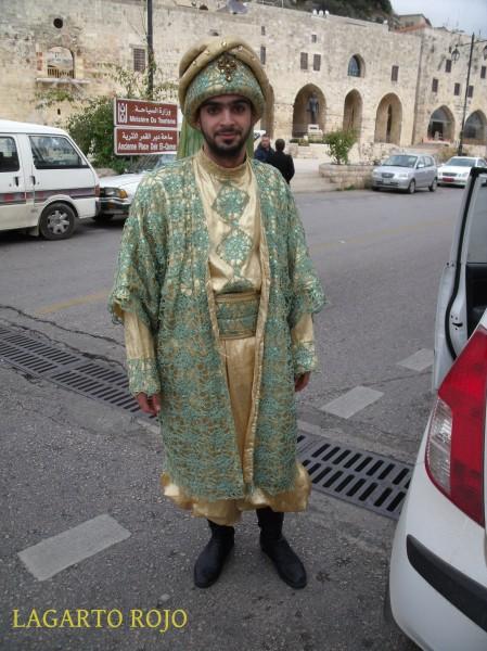 Un druso ataviado con un traje tradicional en Deir el Camar
