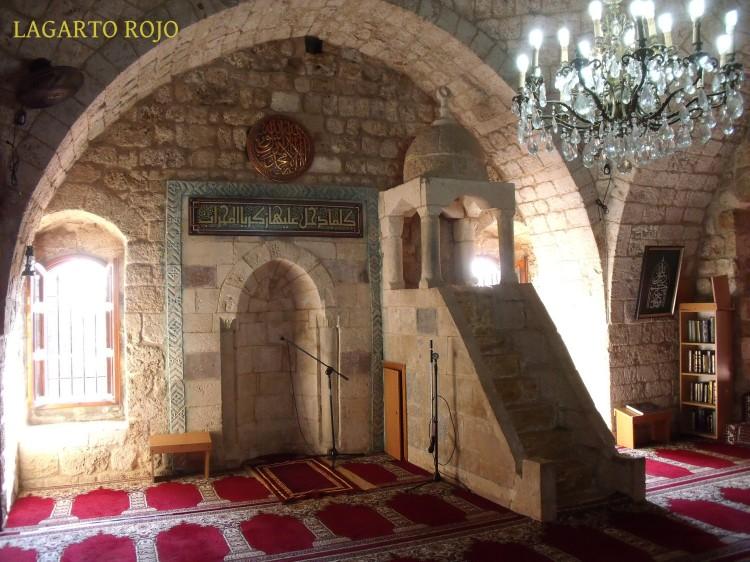 Mijrab y mimbar de una pequeña y coqueta mezquita del casco antiguo de Biblos