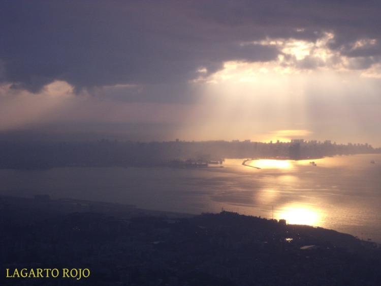 Beirut (al fondo) visto desde el mirador del santuario de Jarisa