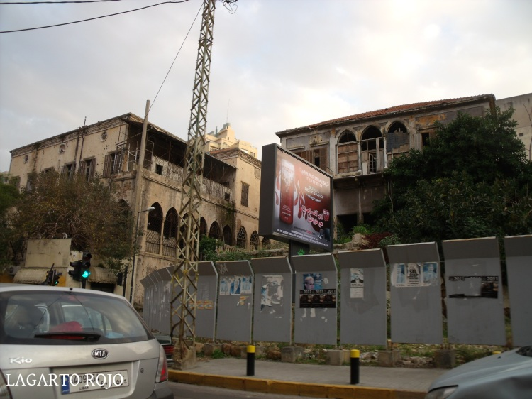 Edificios en ruinas en pleno centro de Beirut, recuerdo de los combates de la guerra civil