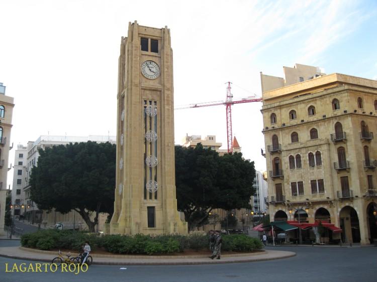 El reloj de la plaza de la Estrella. La zona sigue teniendo un aire desangelado