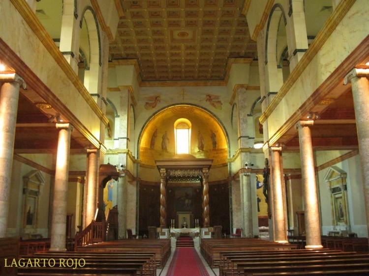 Interior de la catedral maronita de San Jorge