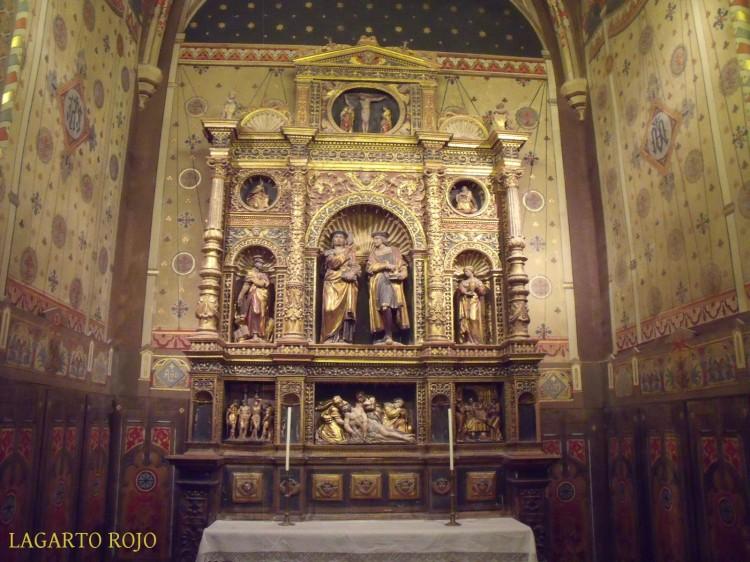 Capilla de San Cosme y San Damián. Bajo el retablo se encontraron los restos de los Amantes