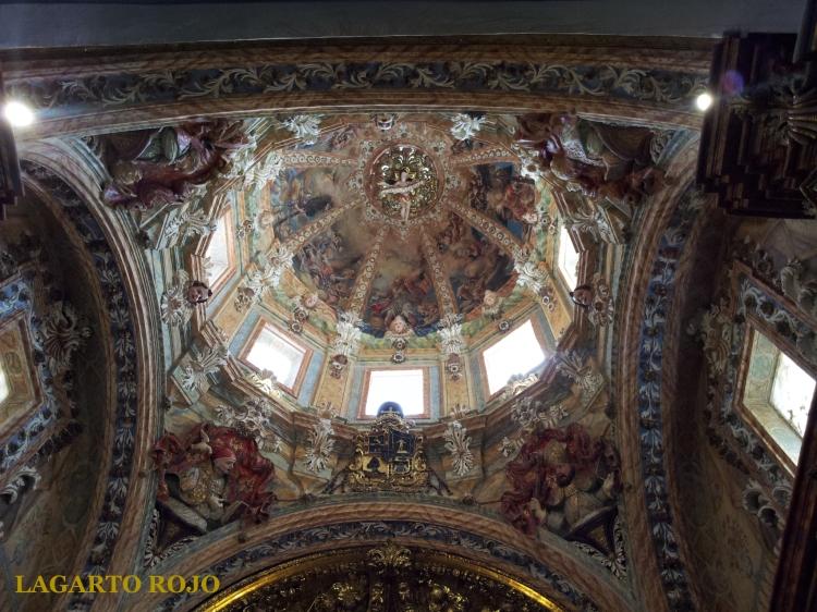 Grandiosidad barroca en la cúpula de la capilla de la Comunión