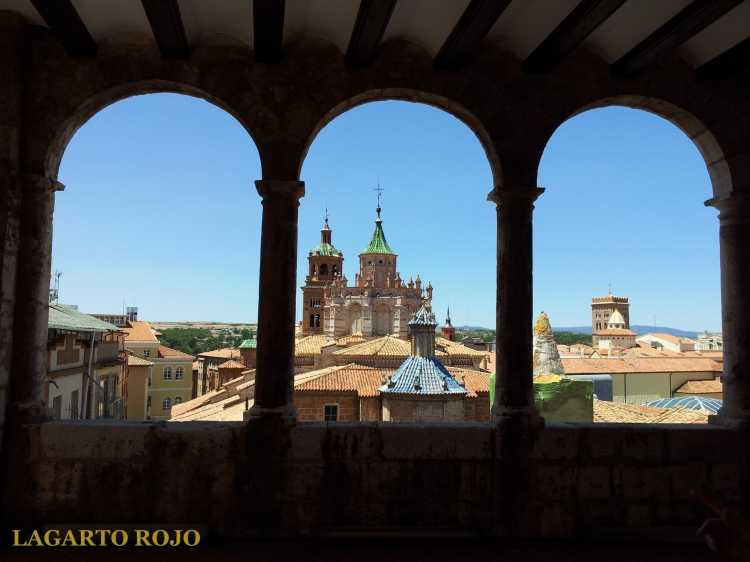 La cabecera y el cimborrio de la catedral vistos desde la logia del Museo de Teruel