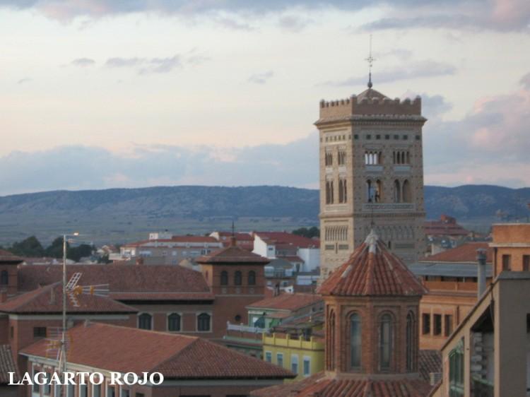 La torre de San Martín vista desde el mirador de la torre del Salvador