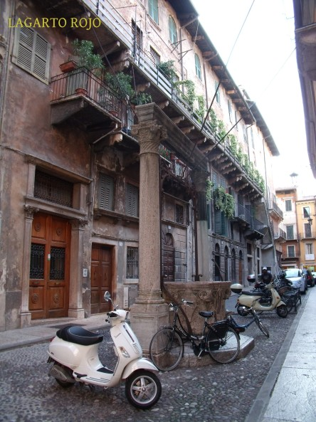 Una típica y tranquila callejuela del casco antiguo de Verona