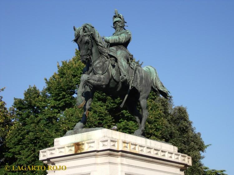 Estatua ecuestre de Víctor Manuel II, rey de Italia, en la plaza de la Bra'