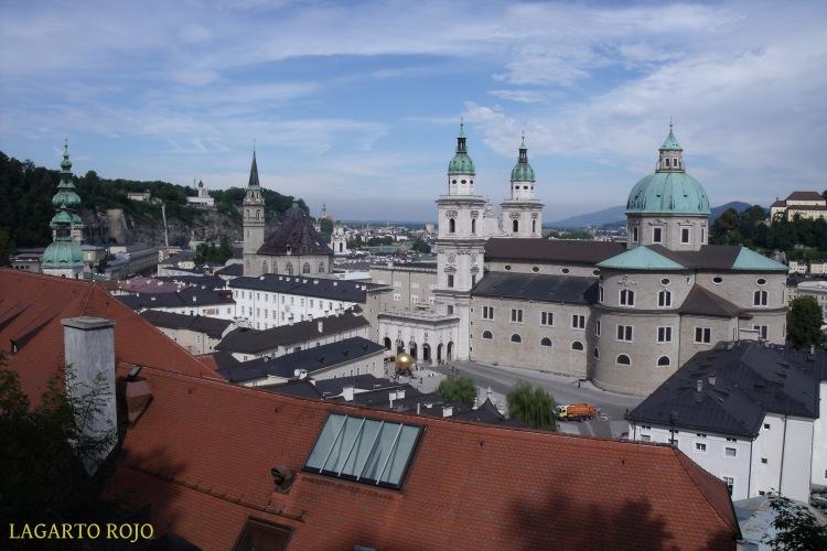 El casco antiguo de Salzburgo visto desde el monte de los Monjes (Mönchsberg)