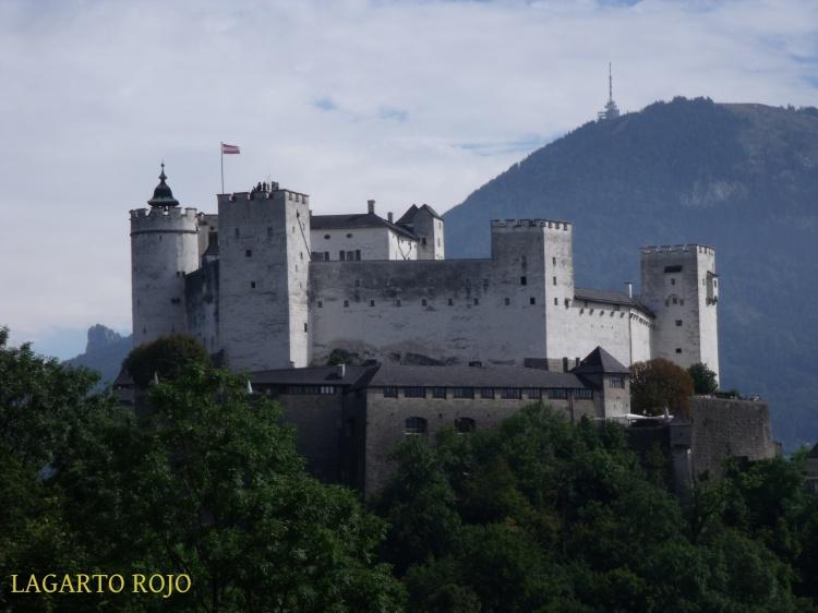 La fortaleza Hohensalzburg vista desde el monte de los Monjes (Mönchsberg)