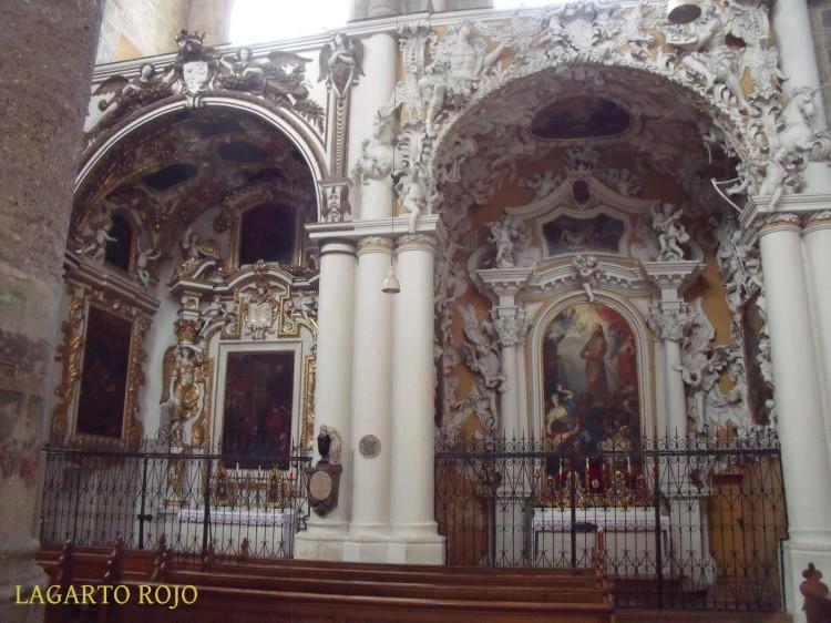 Capillas barrocas de la iglesia de los Franciscanos