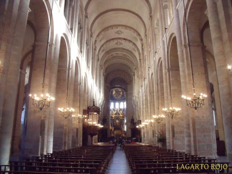 Vista de la nave central de la basílica de San Saturnino de Tolosa (Francia)