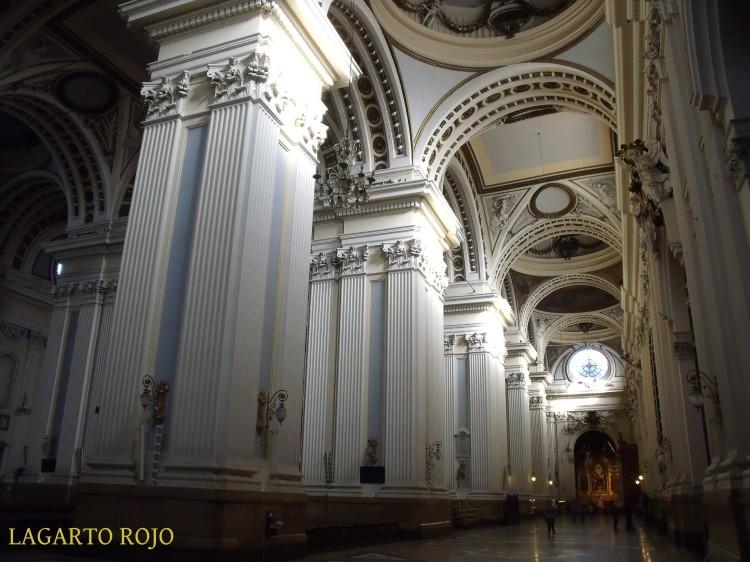 Nave lateral de la catedral-basílica del Pilar