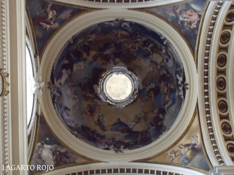 Cúpula Regina Martyrum, obra de Francisco de Goya. Las cuatro pechinas, también de Goya, representan las Virtudes