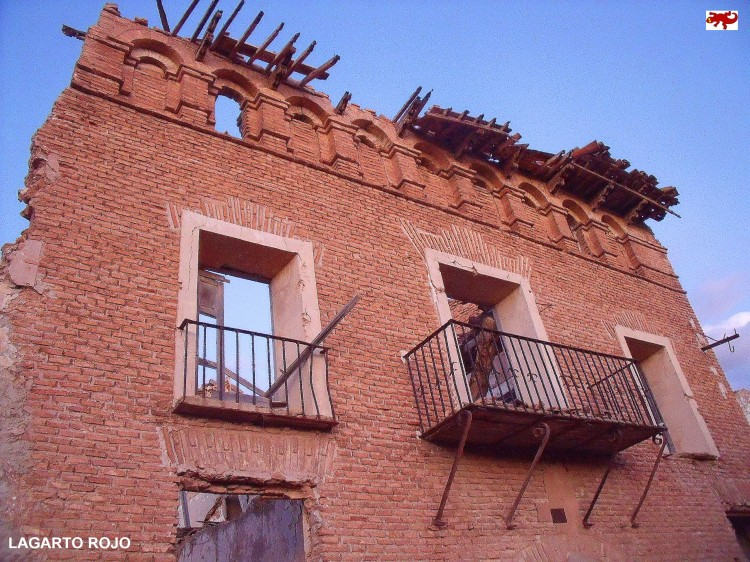 Fachada en ruinas en Belchite