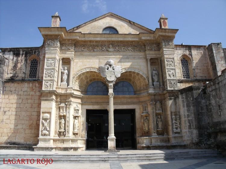 Fachada principal de la catedral primada de América