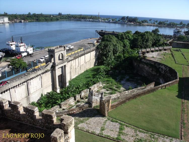 Las fortificaciones de la Fortaleza Ozama hacia el río