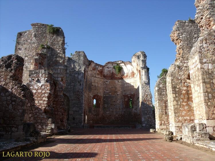 Ruinas de la iglesia del convento de San Nicolás. Interior