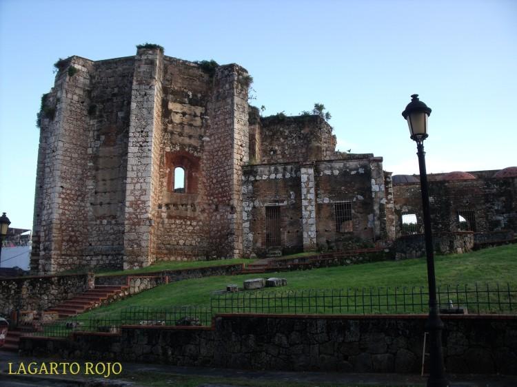 Ábside de las ruinas de la iglesia del convento de San Nicolás