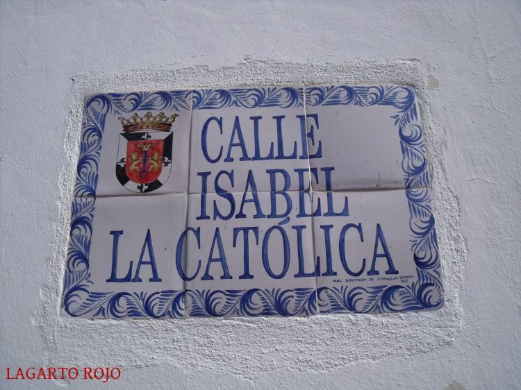 Placa de una calle del casco antiguo de Santo Domingo, elaborada en Muel (Zaragoza), como se puede apreciar en la firma en la esquina inferior derecha