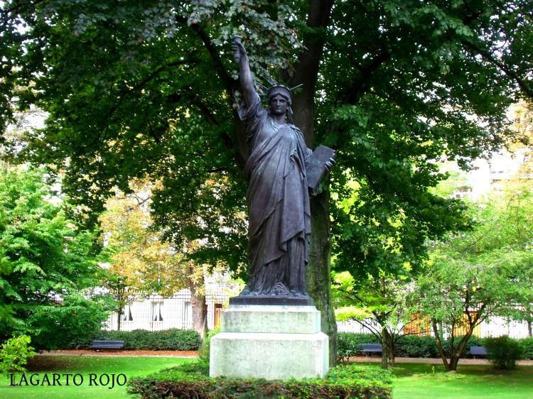 La Estatua de la Libertad, hasta 2012 en los Jardines de Luxemburgo