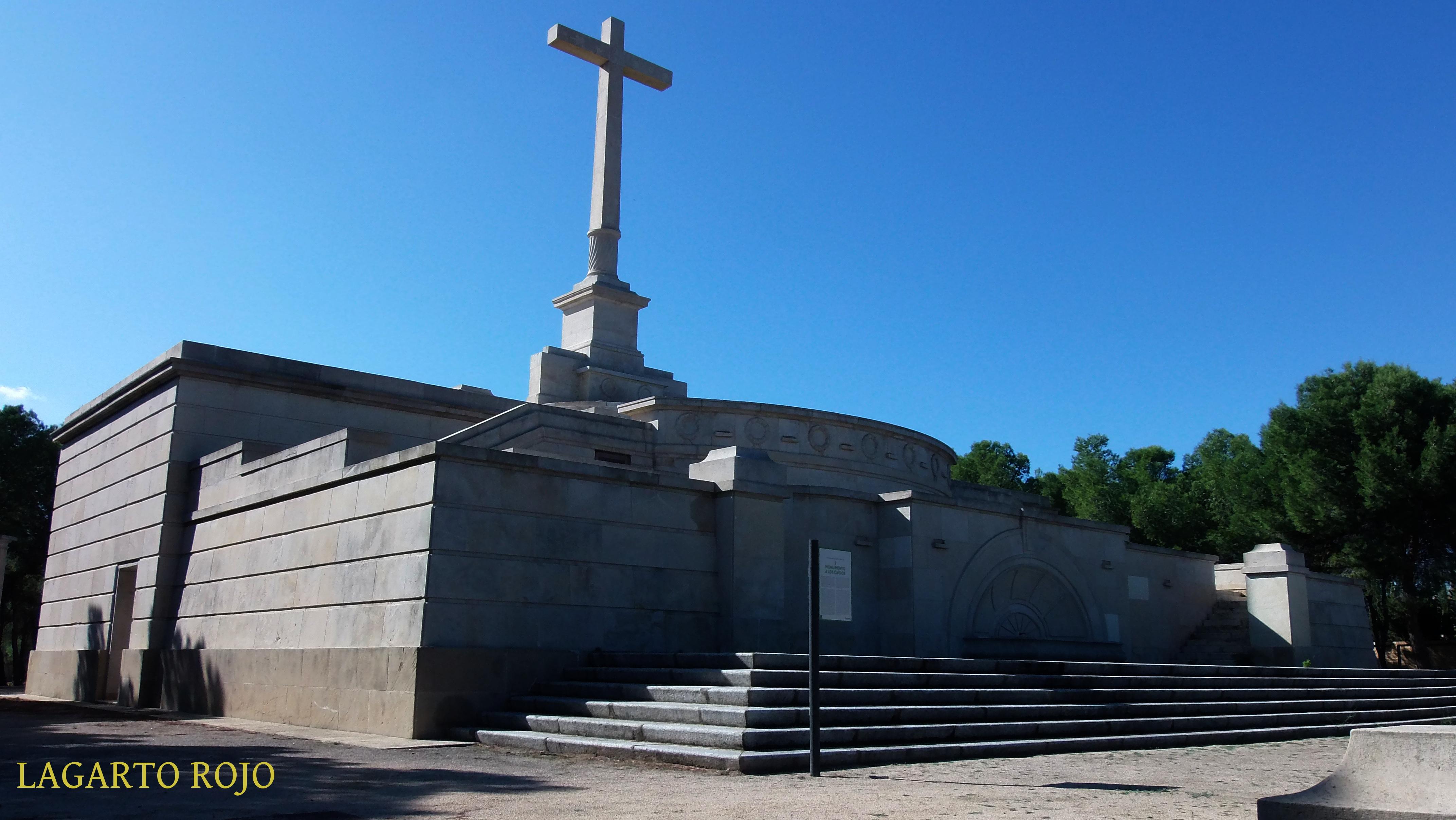 Arte funerario en el cementerio de torrero de zaragoza for Arquitectura franquista
