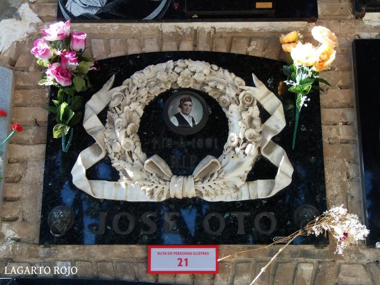 El modesto nicho de José Oto, uno de los más grandes cantadores de jota de todos los tiempos