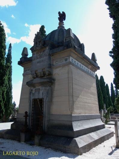 Panteón de la familia Maynar (Félix Navarro, 1890). Eclecticista con toques neoegipcios