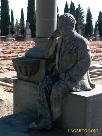 Un señor de nombre Eustasio Morón se hizo retratar sobre su tumba