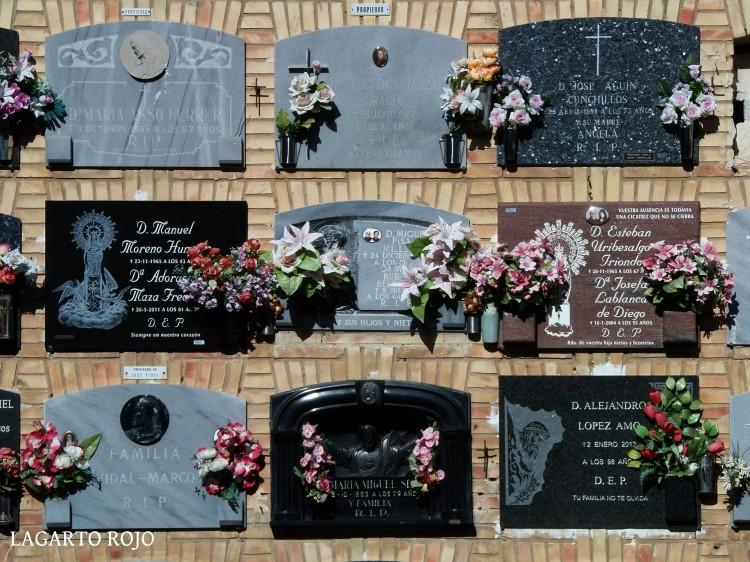 La virgen del Pilar es omnipresente en el cementerio de Zaragoza