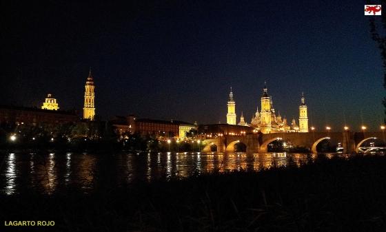 Puente de Piedra iluminado