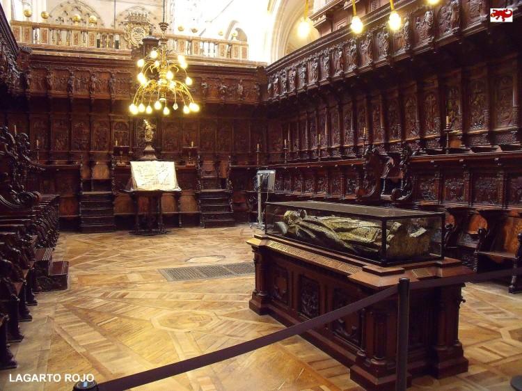 Coro gótico y sepulcro del obispo Mauricio