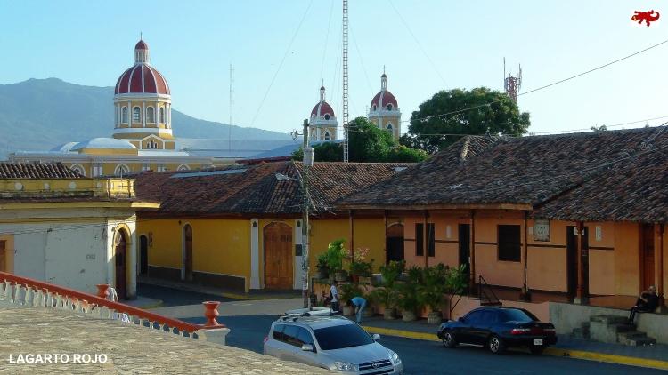Volcán Mombacho y catedral de Granada