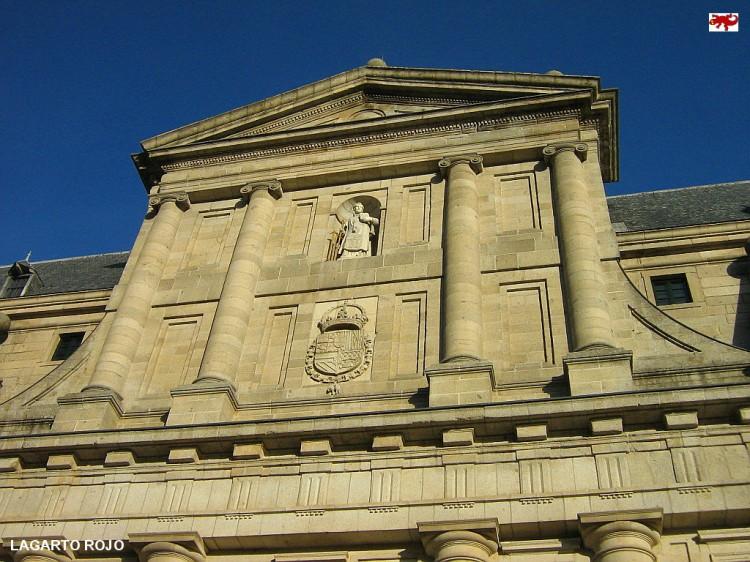 Escudo de Felipe Ii en El Escorial