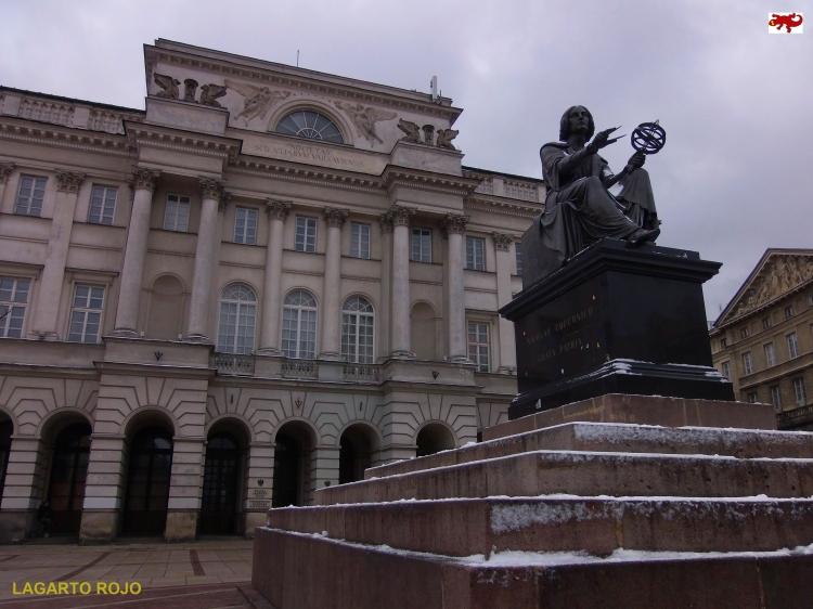 Estatua de Copérnico y Sociedad de Ciencias de Varsovia