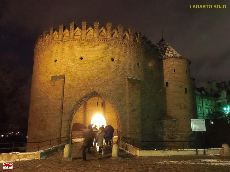 Puerta de la muralla de Varsovia