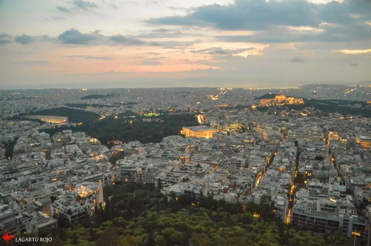 Colonaqui y el centro de Atenas