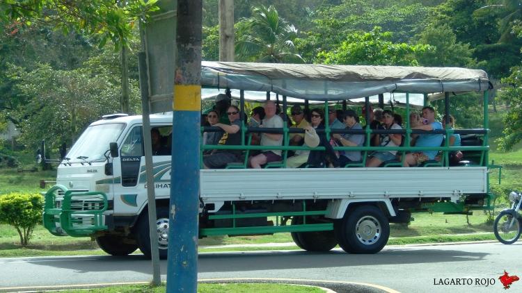 Camión turístico dominicano